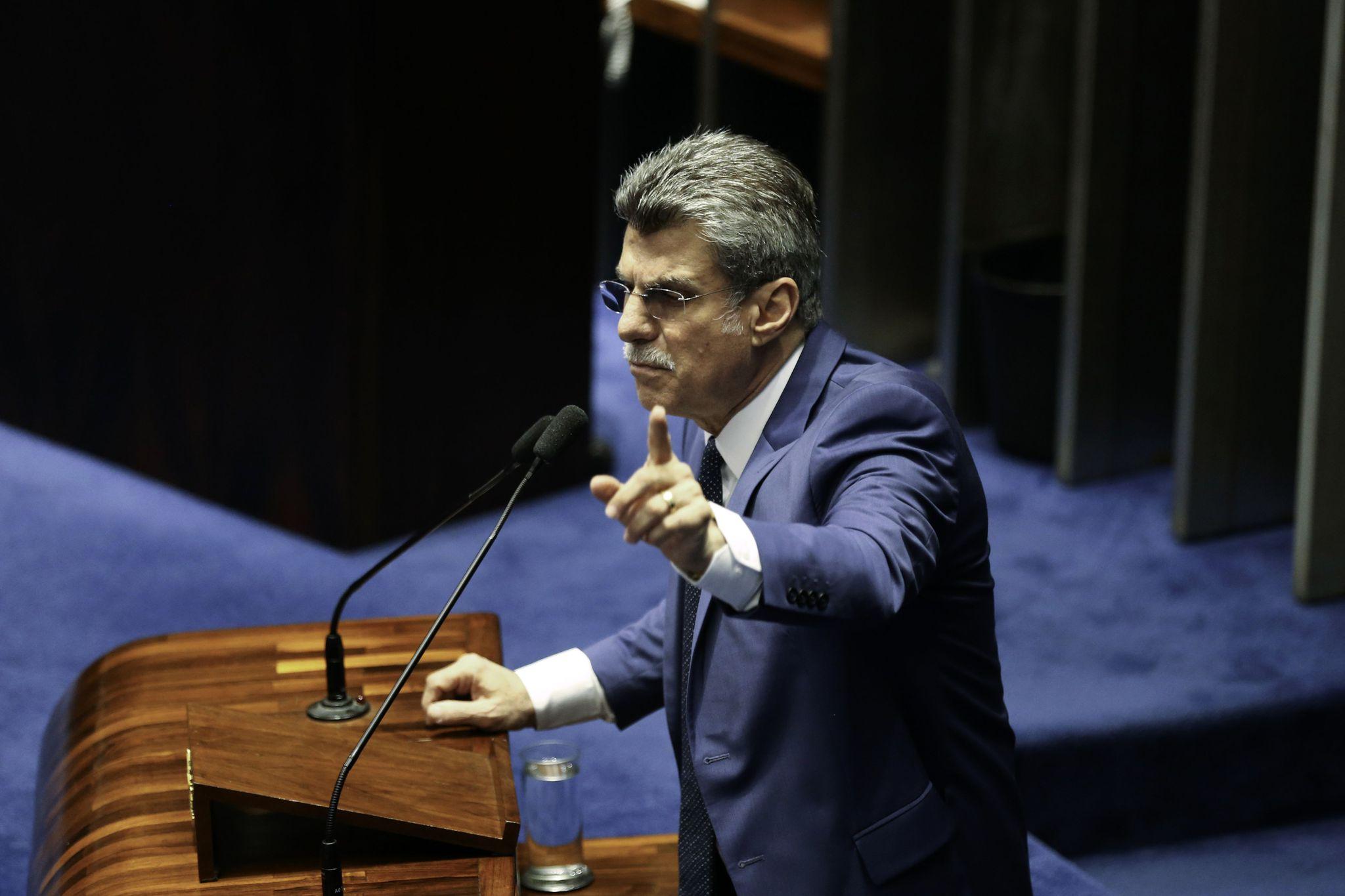 PMDB determina que deputados votem contra denúncia sobre Temer