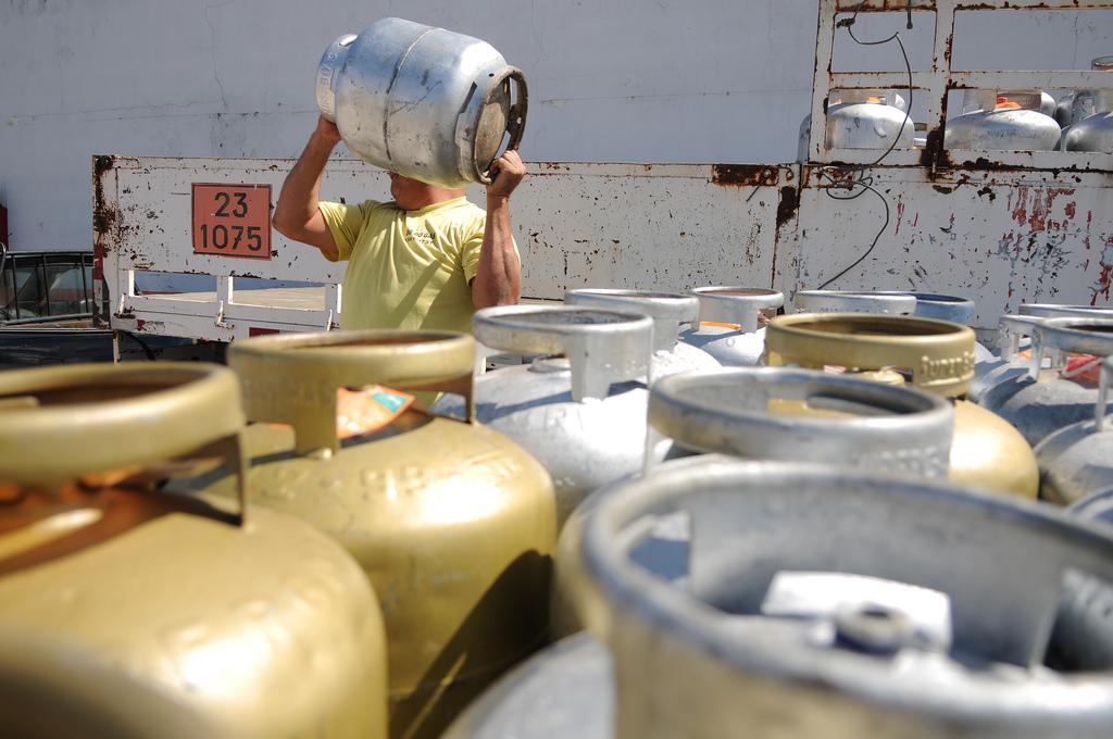 Petrobras anuncia reajuste de 6,9% para gás de cozinha
