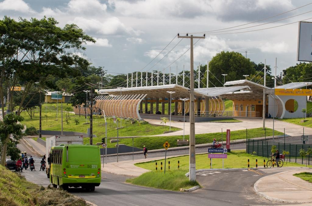 Terminal de ônibus do bairro Bela Vista.