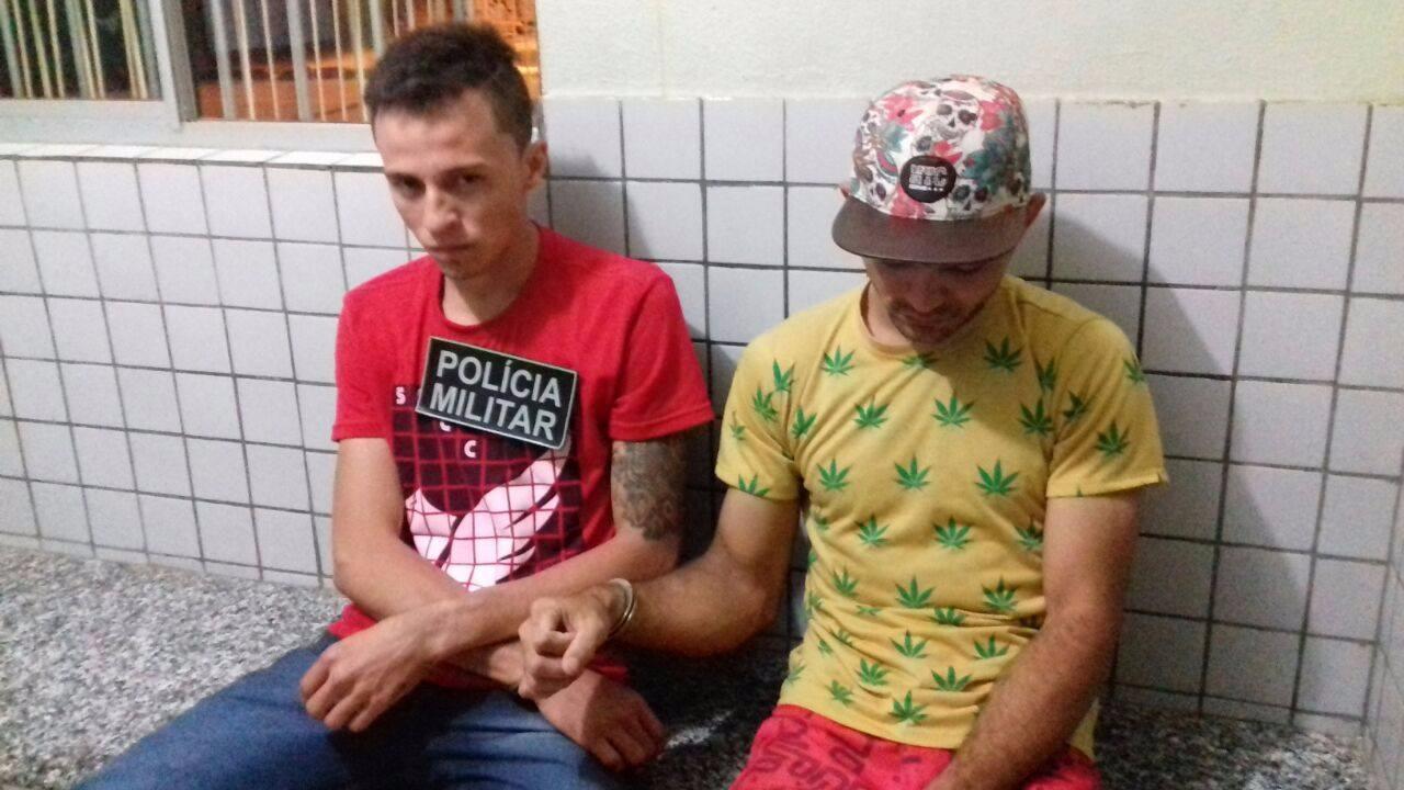 Homens são presos ao dispensarem papelotes de maconha em Valença.