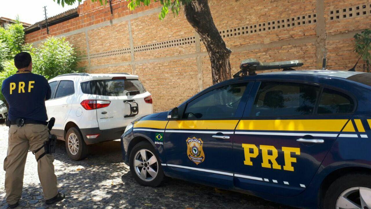 PRF recupera em Parnaíba carro roubado em Fortaleza