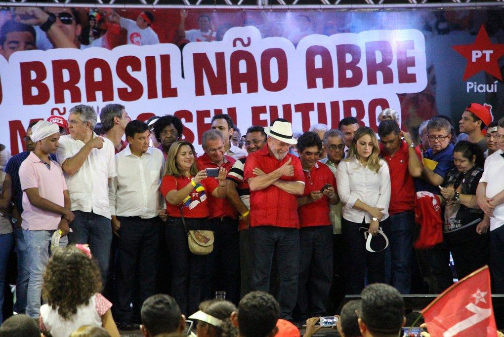 Lula chega à Marcolândia e é recebido por Wellington Dias