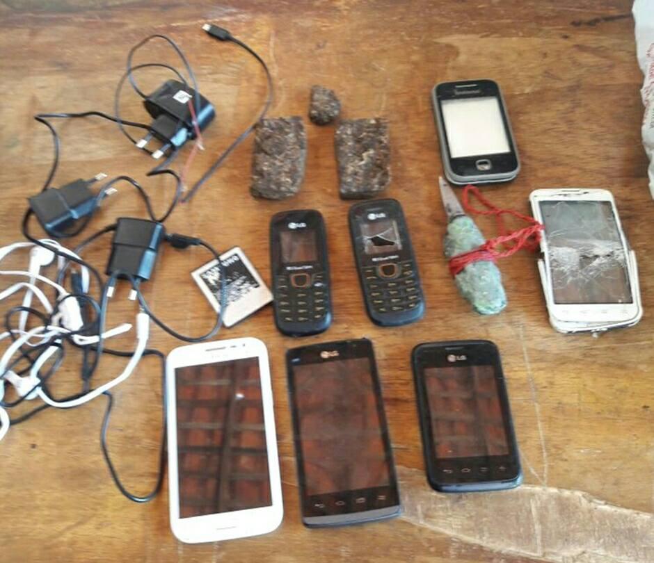 Agentes encontram celulares escondidos em Penitenciária de Parnaíba