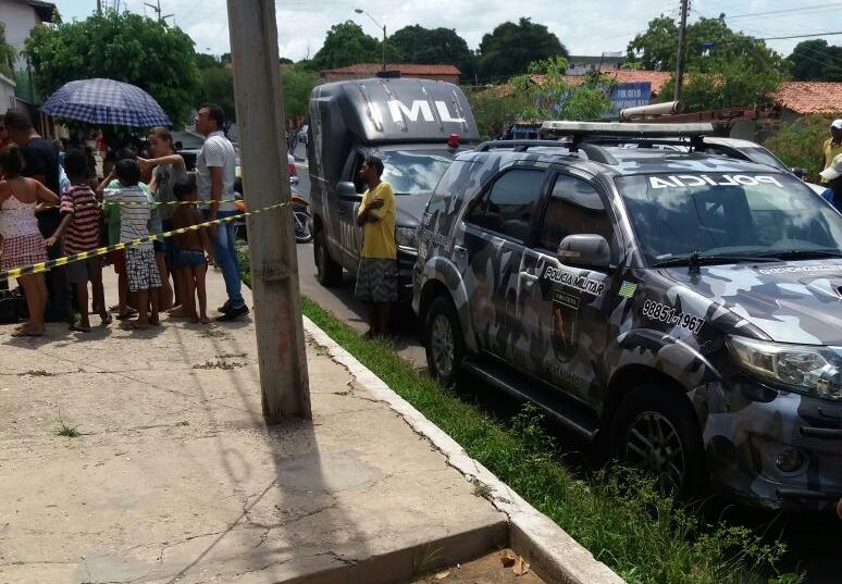 Mulher é encontrada morta dentro de residência no bairro São Pedro