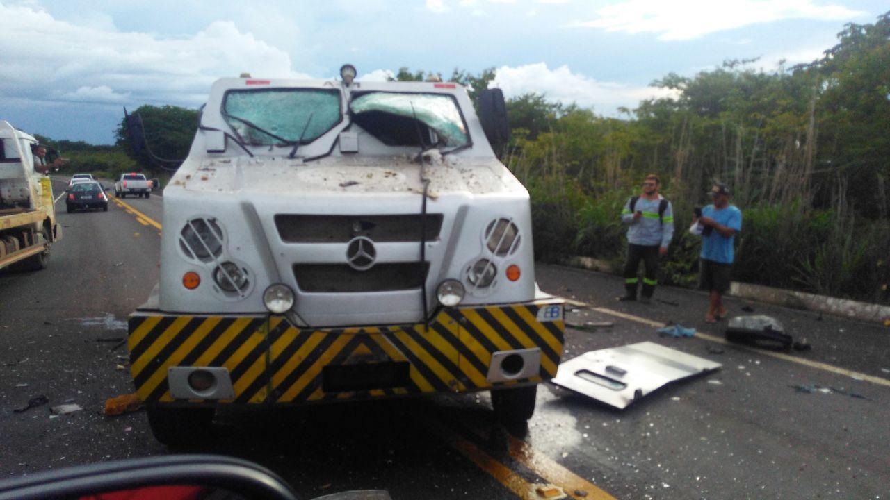 Assaltantes explodem dois carros-fortes em intervalo de 2 horas no Piauí