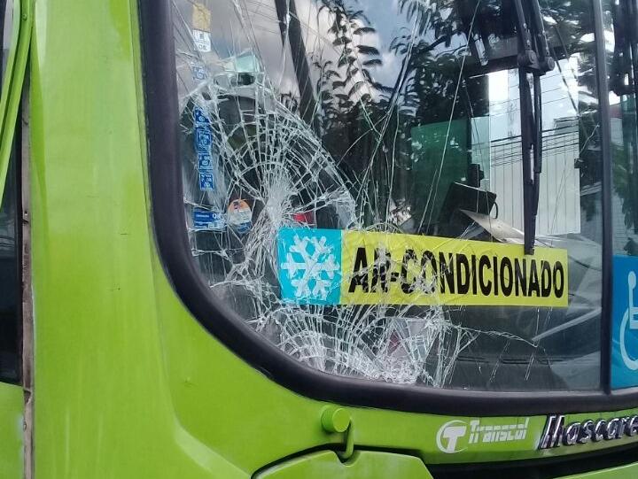 Motorista de ônibus atropela e mata homem na avenida Miguel Rosa