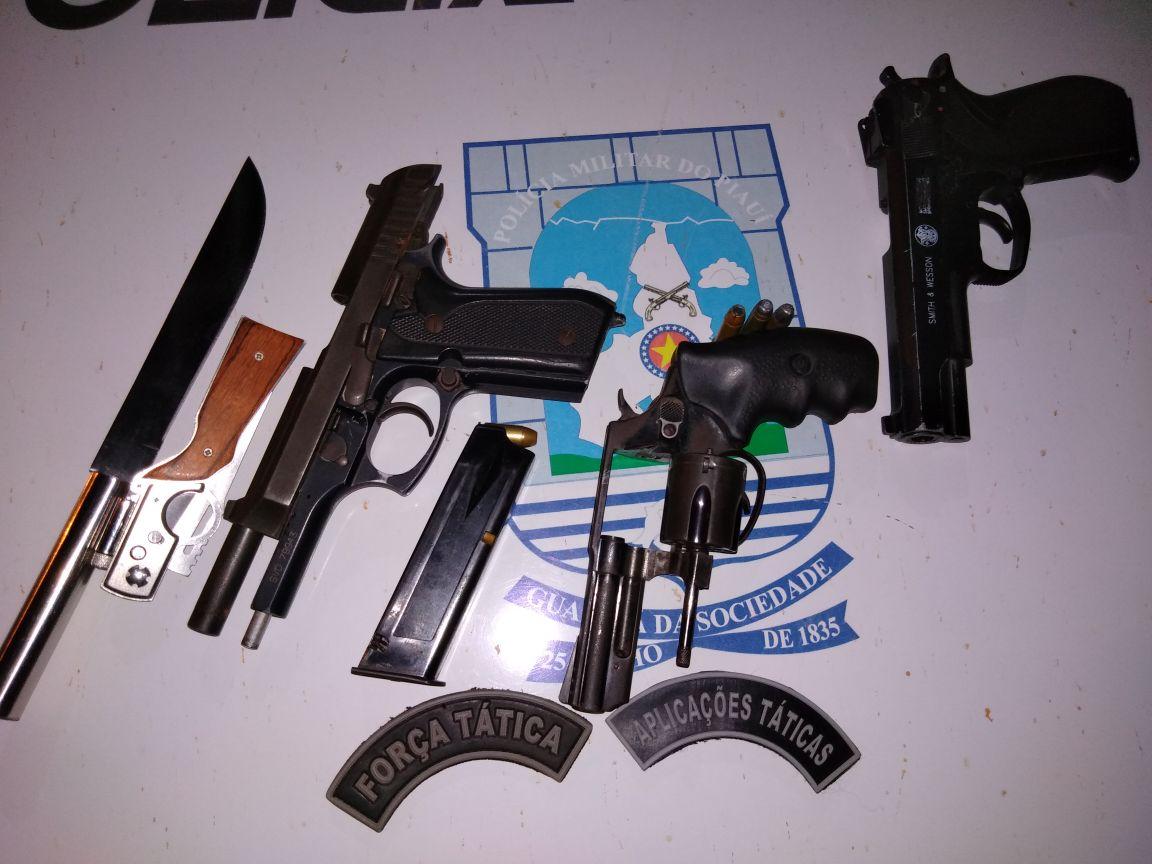 Armas apreendidas pela polícia.