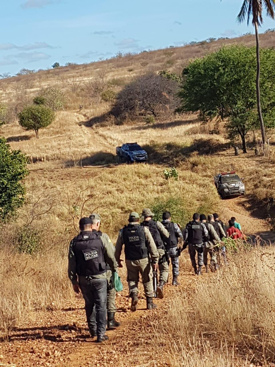 A Polícia Militar realizou a operação em um local de difícil acesso.