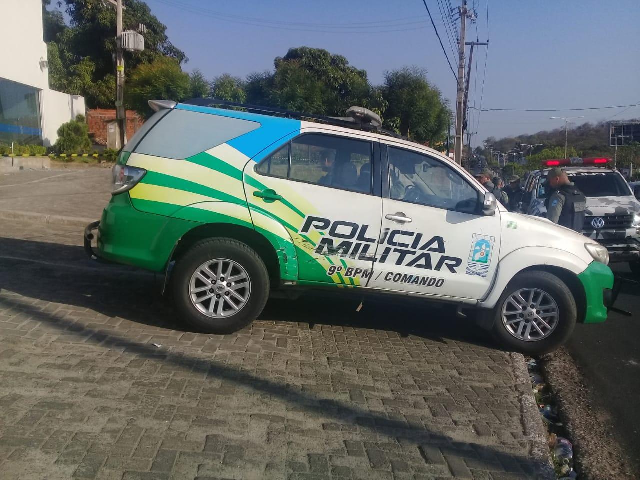 A Polícia Militar encontra-se no local