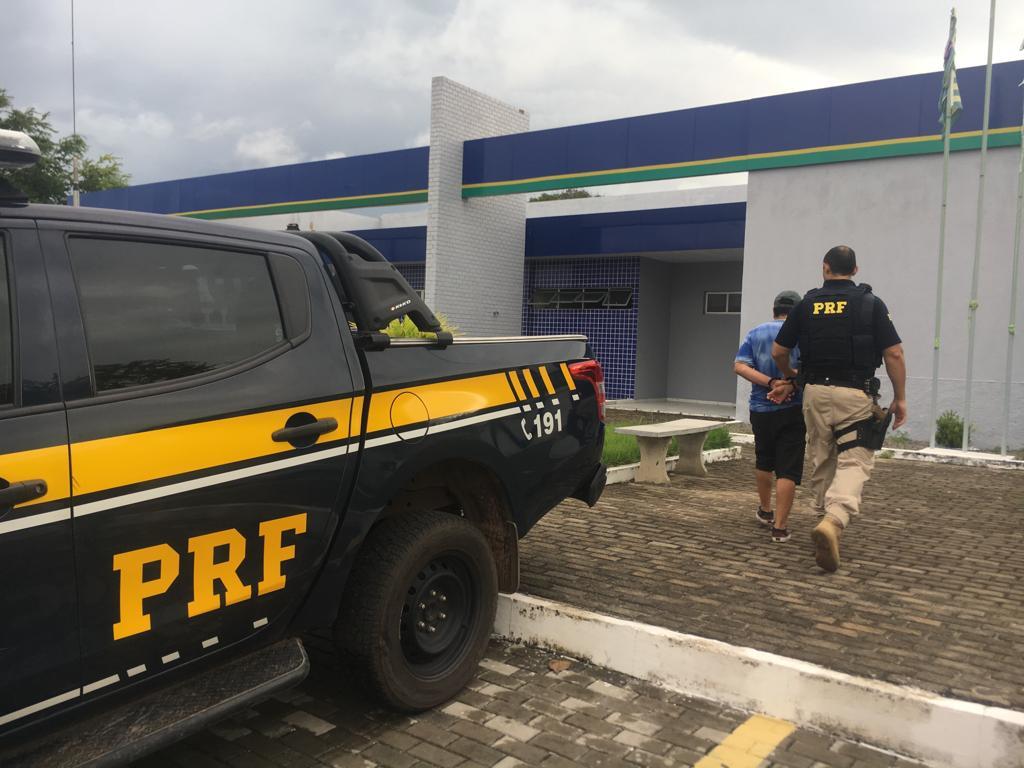 O homem foi preso pela PRF na BR-343, na cidade de Parnaíba.