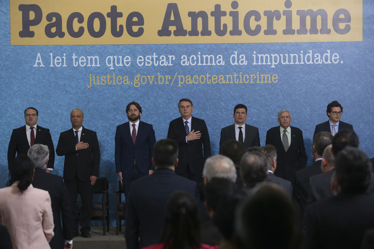 Bolsonaro defende pacote anticrime