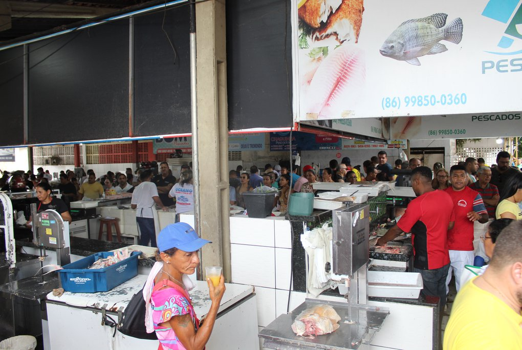 Movimento no Mercado do Peixe
