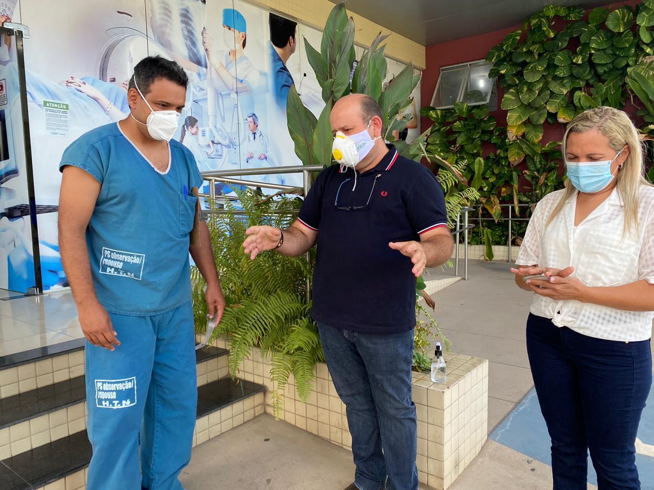 Prefeito de Trizidela do Vale e o diretor do Hospital Tibério Nunes