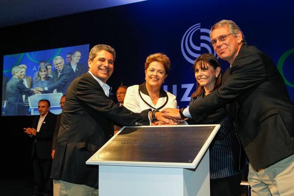 Executivos da Suzano, Dilma Roussef e Roseana, durante a inauguração da Suzano(Imagem:Divulgação)