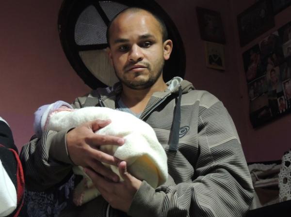 José Albano perdeu a esposa após complicações no parto das filhas gêmeas, que estão com 16 dias de vida(Imagem:Reprodução)