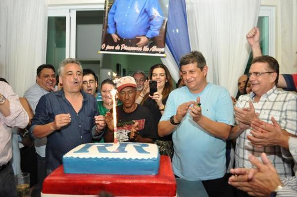 Zé Filho participou do aniversário de Robert Rios em Piracuruca(Imagem:Divulgação)